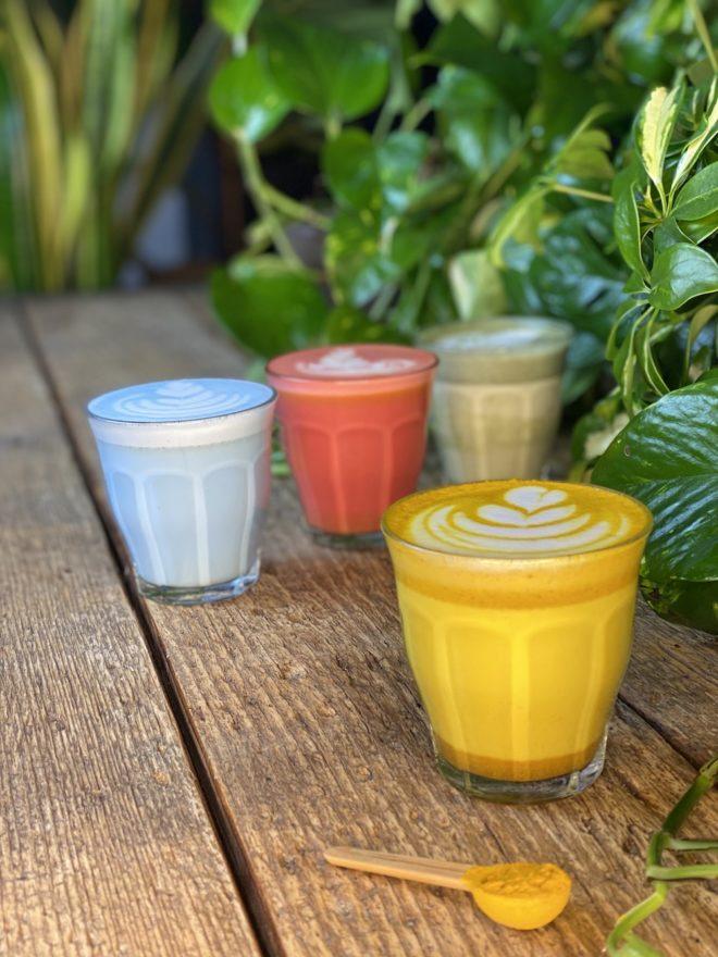 Wunderblume - Gelbe Colored Latte - Ingwer - Kurkuma - Ashwaghanda - Foto - The Greens Berlin